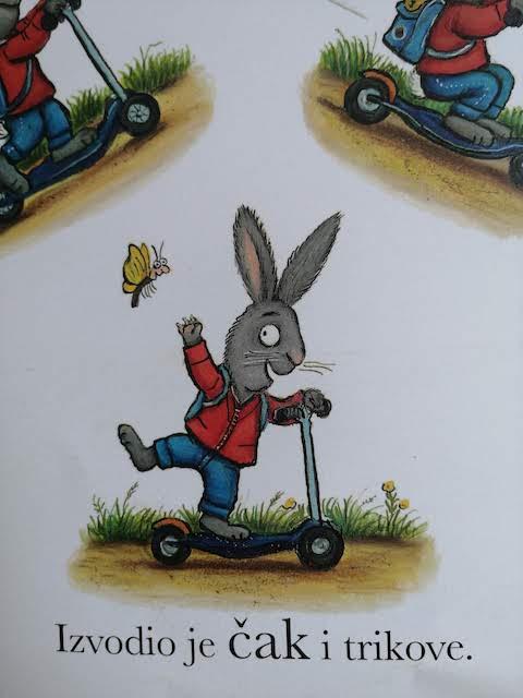 Pip izvodi trikove na romobilu
